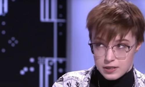 «Мама любила Земфиру и бить меня под ее песни»: Дочь Ефремова рассказала о семье