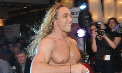 Тарзан взвинтил цены на свои шоу после скандала с любовницей
