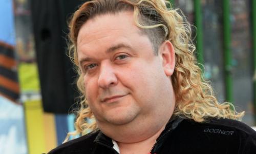 """Не узнать: звезда """"Кривого зеркала"""" Александр Морозов сбросил 40 килограммов после операции"""