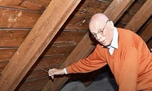 Мужчина нашел спрятанную веревку на чердаке, дернул за нее и обнаружил тайник, который сделали 70 лет назад