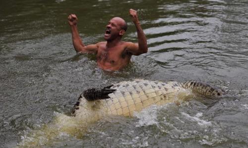 Пёс тонул в болоте! Парень нырнул в трясину, где живут аллигаторы, чтобы спасти питомца!