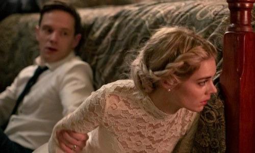 """Парень привел невесту знакомиться с родителями. Увидев ее, отец побледнел и спросил: """"Почему я?"""""""
