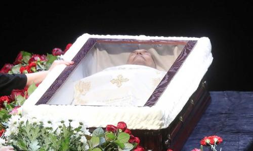 Скандал на похоронах: бессовестные виновники смерти Ланового возмутили появлением у гроба