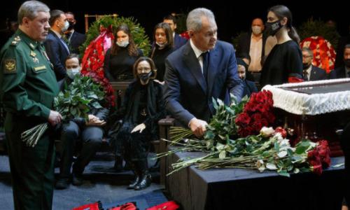 «Они виноваты»: прощание с Лановым в театре закончилось скандалом