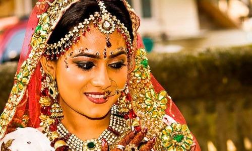 Загадочная Индия: массовые купания в речке или зачем индийцы носят двое трусов