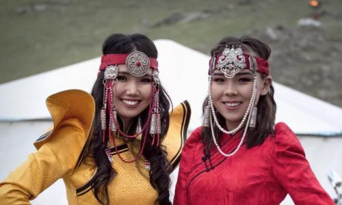 Натереться жиром, обменяться женами и пойти за льдом: 9 удивительных традиций якутов