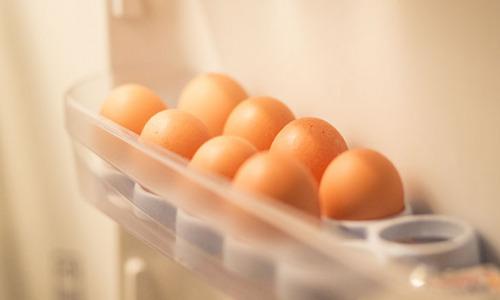 Хранить яйца в двери холодильника: чем это может быть опасно