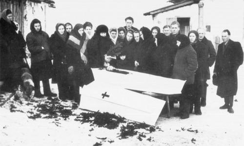 Зачем в СССР люди фотографировались с покойниками
